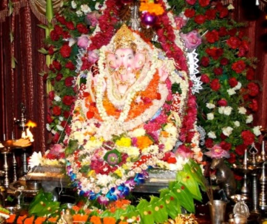 Pooja decoration with fresh flower ganpati pooja durga for Decorations for ganesh chaturthi at home