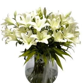 Glass Vase with Fresh Flower Arrangement 17